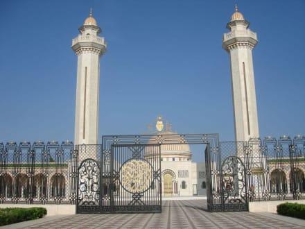 Viel Weiß und Gold - Mausoleum Bourguiba