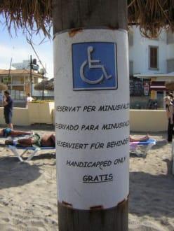 Gratis Sonnenschirm mit Liege für Rollstuhlfahrer - Strand Can Picafort