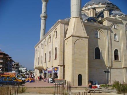 Geschäft an der Moschee - Külliye Moschee