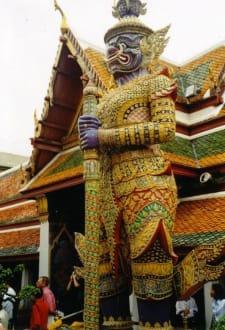 Guter Wächter der Tempelanlage - Wat Phra Keo und Königspalast / Grand Palace