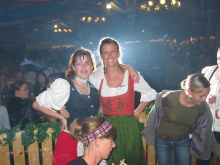 Stimmung im Bierzelt - Oktoberfest