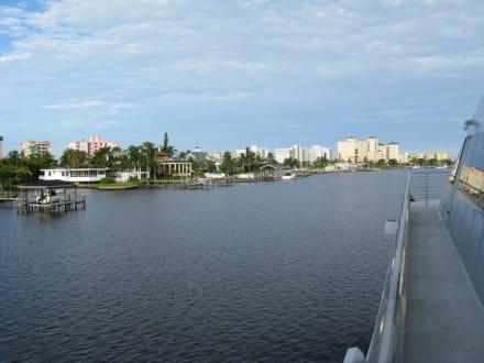 Fahrt aus dem Hafen von Fort Myers Beach - Key West Express