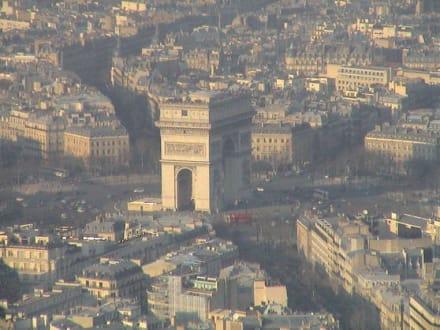 Blick auf Paris - Arc de Triomphe  / Triumphbogen