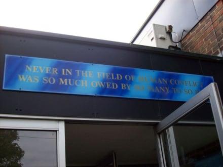 Eingang und die Wahrheit - Spitfire & Hurricane Memorial Museum