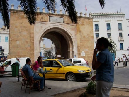 In de Nähe Eingang Medina Tunis - Port de France (Bab El Bahar)