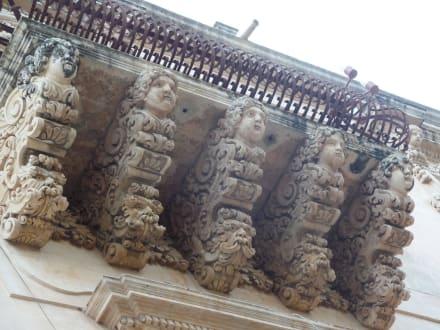 Balkonverzierungen in Noto - Altstadt Noto