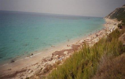 Erhöhte Aussicht auf Strand Ag.Nikitas - Strand Aghios Nikitas