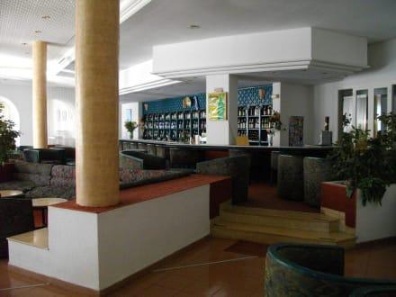 Gross und gut bestückt: Die Bar - Hotel Menara