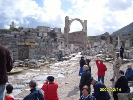 Der Pollio Brunnen! - Antikes Ephesus
