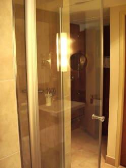 freistehende dusche bild lindner hotel am michel in. Black Bedroom Furniture Sets. Home Design Ideas