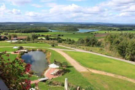 Ausblick mit Garten  - Landhotel Birkenhof