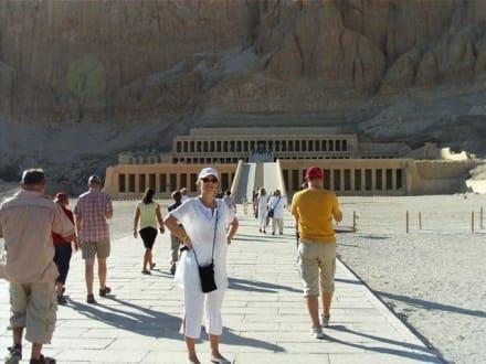 Hatschepsut -ein einzigartiges Phänomän - Tempel der Hatschepsut