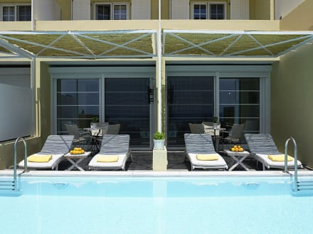 Junior suite with shared pool -