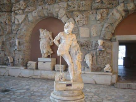 Museum - Ruheraum/Tepidarium - Side Arkeoloji Müzesi (Archäologisches Museum)