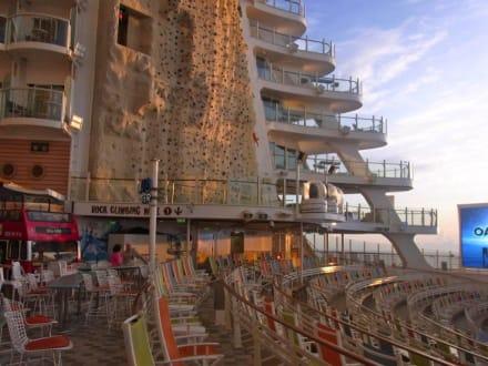 Aquatheater und Kletterwand - Oasis of the Seas