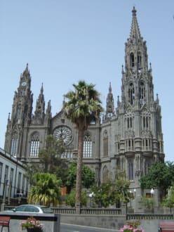Die Iglesia de San Juan Bautista - Iglesia de San Juan Bautista