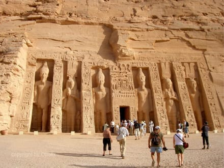 Felsentempel Abu Simbel_Fassade Hathor-Tempel - Tempel von Abu Simbel