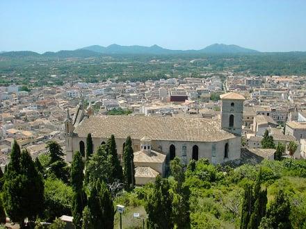 Blick über Arta - Almudaina d'Arta / Festung