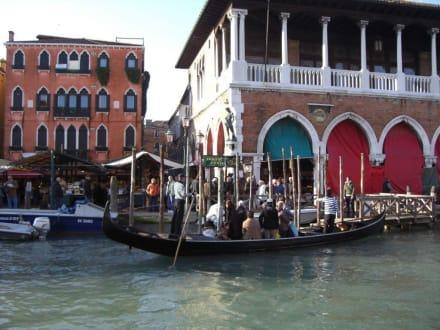 Stadt/Ort - Gondeln / Gondelfahrten in Venedig