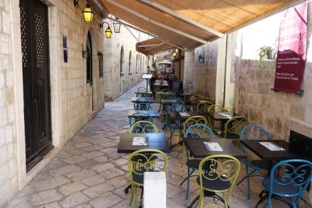 Stühle eines Restaurants - Altstadt Dubrovnik