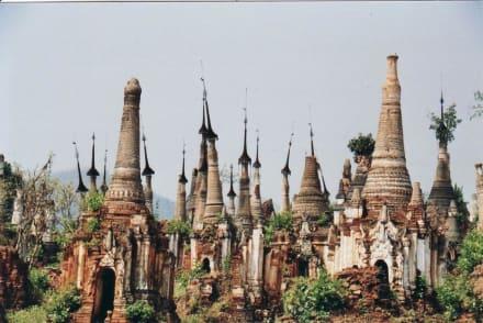 Ältere Stupas - Tempel von Indein