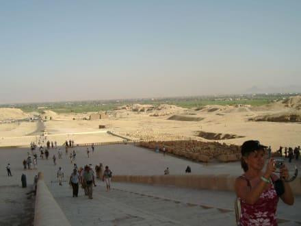 Blick vom Al Deir Al Bahari Tempel - Tempel der Hatschepsut