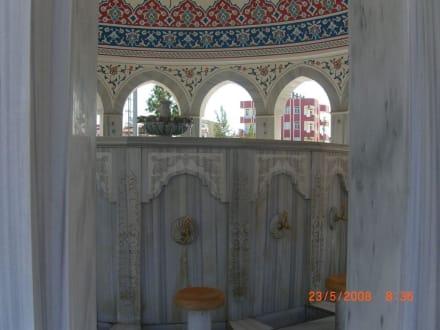 """Im Innern der """"Reinigungshalle"""" - Külliye Moschee"""