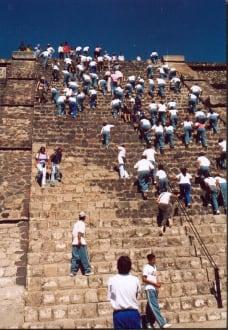 Teotihuacan, Massenbesteigung der Sonnenpyramide - Sonnenpyramide