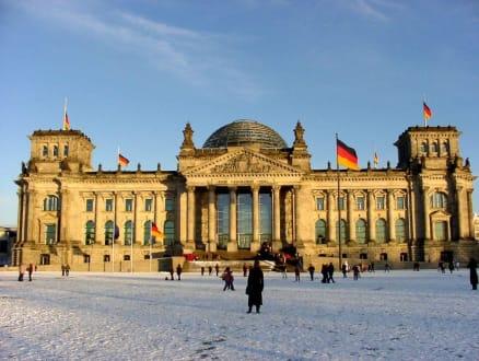 Reichstag in Schneelandschaft - Bundestag / Reichstag