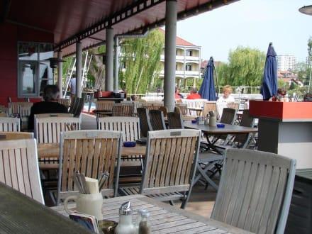 Schöne Terrasse in Schiffform - Am Häfele
