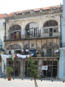 Wäscheleinen in der Altstadt - Altstadt Havanna