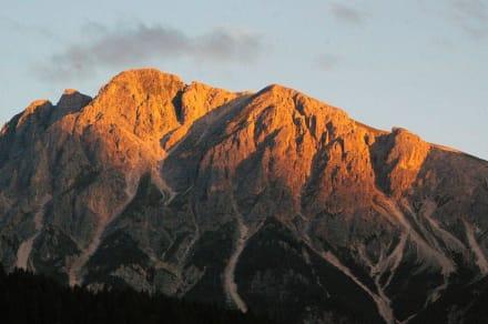 Mountain/Volcano/Hills -