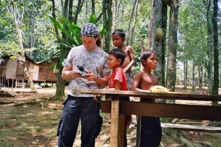 Die Kinder im Dorf der Eingeborenen - Lake Chini