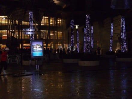 Lichtspiele am Haupteingang - Jungceylon Shopping Complex