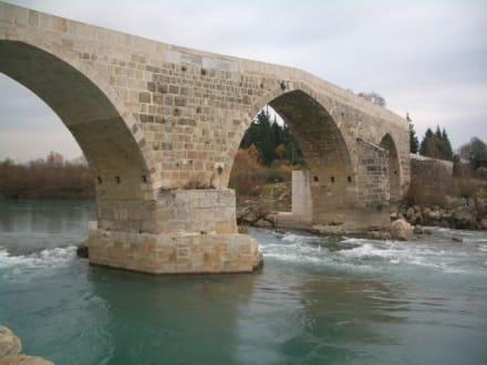 Neue Brücke zur Strasse von Aspendos - Aspendos, die antike Stadt