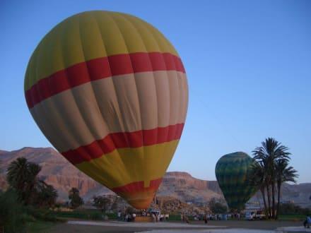 ...gleich steht er... - Ballonfahrt Luxor