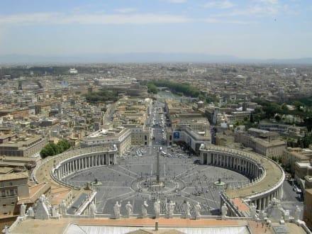 Blick von der Kuppel des Petersdom - Petersplatz