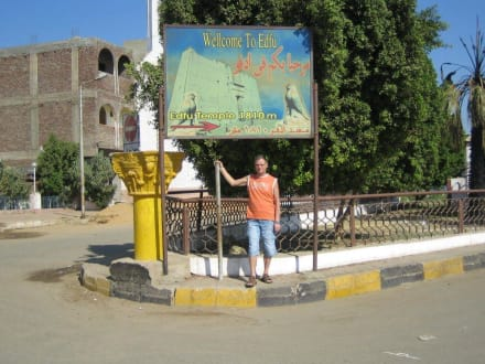 auf dem Weg zum Horos-Tempel in Edfu - Horus Tempel Edfu