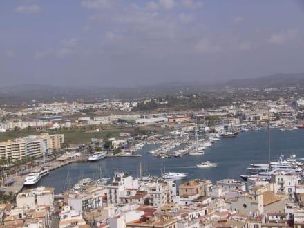 Teilansicht Eivissa mit Hafen - Hafen Ibiza Stadt