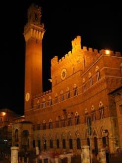 La Torre - Rathaus Palazzo Pubblico