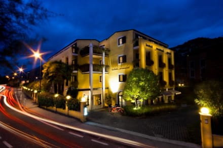 Hotel Santoni Freestyle at Night -