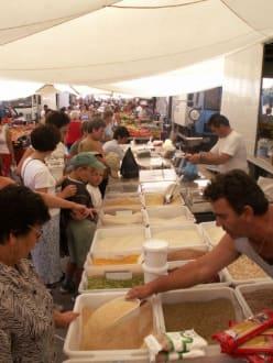Marktstände in Nikiti - Markt in Nikiti