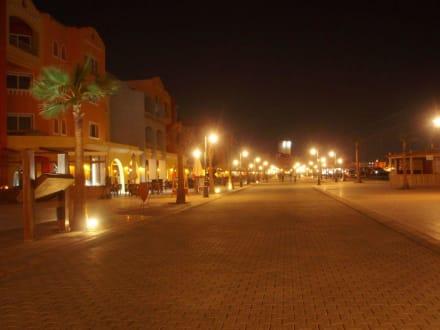 Marina Boulevard am Anfang - Yachthafen Hurghada