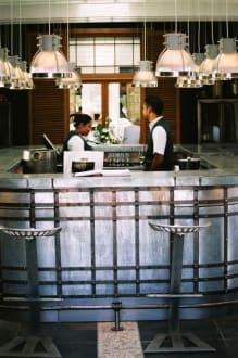 Eingangsbereich mit Gelegenheit zur Weinprobe! - Grande Provence Heritage Wine Estate