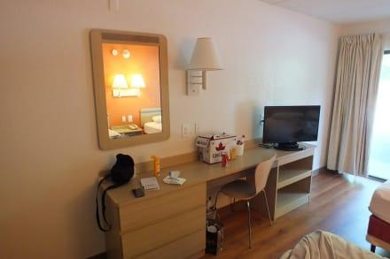 Schrank und TV - Motel 6 Albany
