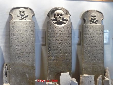 """Grabsteine"" - Heimatmuseum Diekhuus"