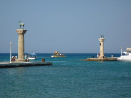 Hafeneingang in Rhodos - Yachthafen Mandraki