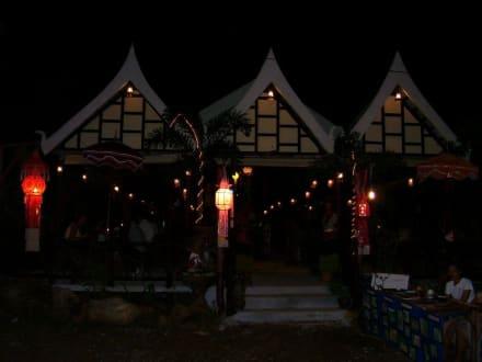 Restaurant bei Nacht - Takieang Restaurant