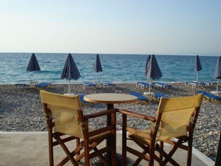 fr hst ck am meer bild hotel long beach in kokkari. Black Bedroom Furniture Sets. Home Design Ideas