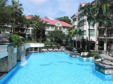 pool mit wasserfall bild treetops executive residences in singapur singapur singapur. Black Bedroom Furniture Sets. Home Design Ideas